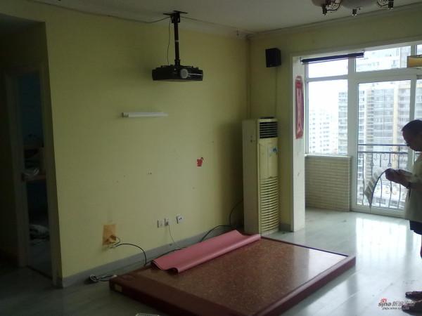 装修前-客厅设计