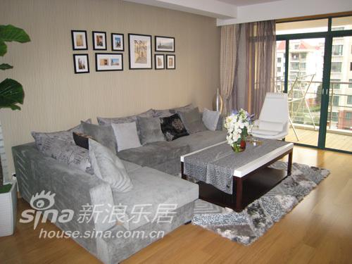 简约 三居 客厅图片来自用户2557979841在昆山中安置业56的分享