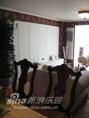 欧式 三居 客厅图片来自用户2746948411在住宅装成公爵府邸35的分享