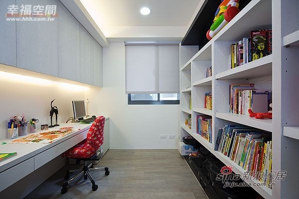 简约 三居 书房图片来自幸福空间在99平三房两厅时尚简约风格44的分享