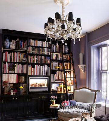 客厅兼书房,很特别的电视墙