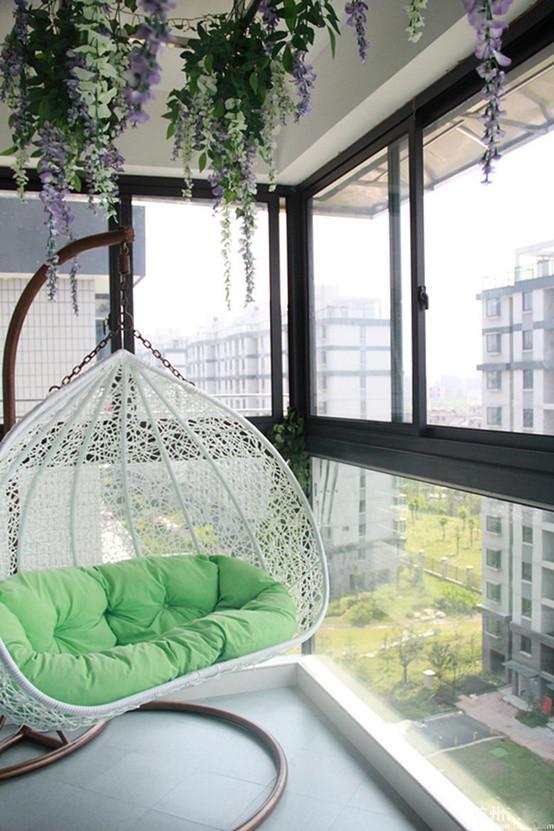 休闲的小阳台布置得很惬意。