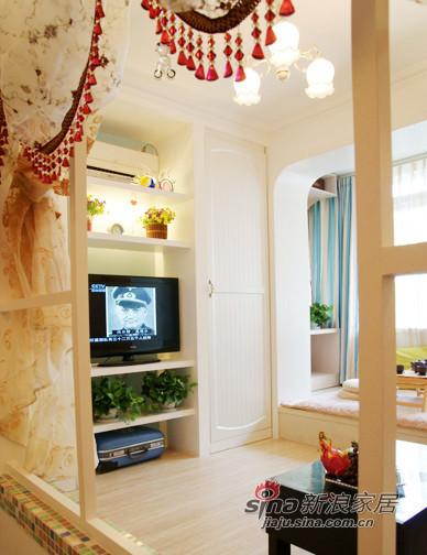 电视墙被做成整体嵌入式衣柜