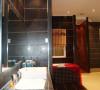 让浴室拥有充满强烈设计感的新面容,像化妆一样要讲究技巧。运用简单的瓷砖创造出融入个人特点的风格浴室,让浴室焕然一新。整体的拼贴、局部的点缀、腰线的设计、干湿区域的合理分隔,小小的瓷砖功不可没
