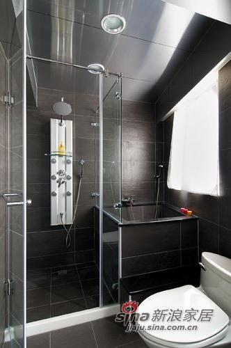 將衛浴區域設計為乾溼分離,板岩做為地材及