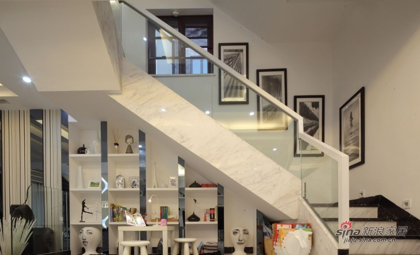 简约 复式 楼梯图片来自家装大管家在【高清】200平黑白简约时尚复式图片