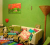 翠绿色沙发背景墙很抢眼