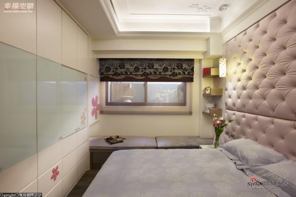喜欢樱花女孩,在柜面与天花板都设计入樱花