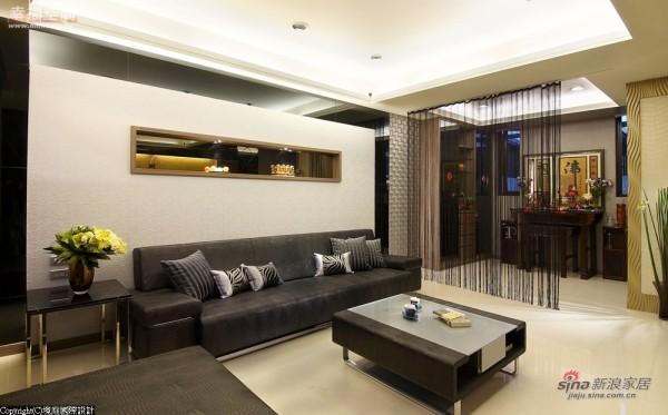 一楼客厅旁规划为佛堂,保有空间通透性