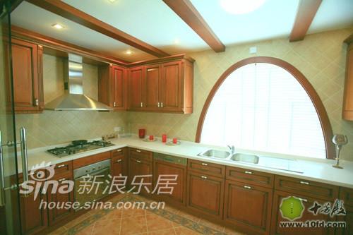 超大厨房,实木吊顶,环保又耐脏