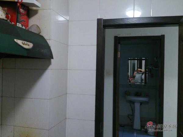 装修前的卫生间