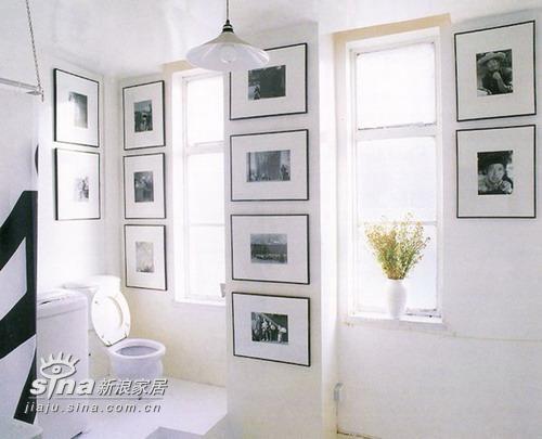 卫生间是开放的,周遭的摄影作品成了最好的饰物