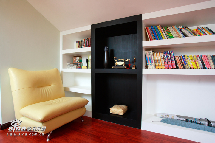 简约 复式 客厅图片来自用户2556216825在阔达装饰—米白灰搭出简欧风格92的分享
