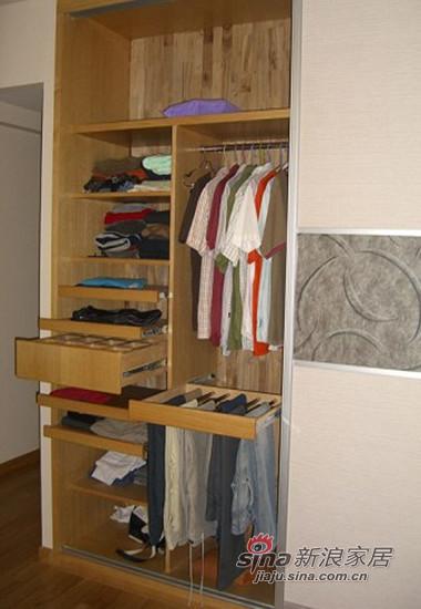 衣柜的隔断,背板是香樟木,清香而且防虫