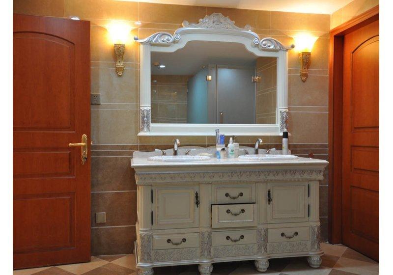 欧式 别墅 卫生间图片来自用户2746953981在阿凯笛亚庄园跨越巴洛克89的分享