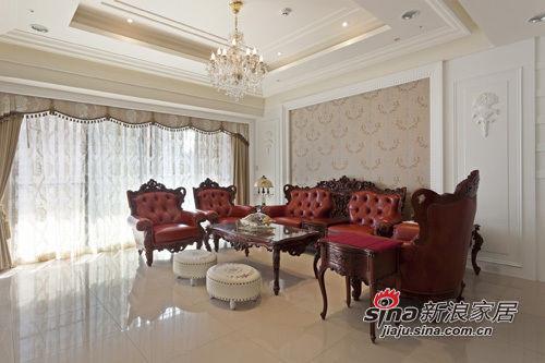 配合屋主事先挑选的家具风格,设计师以典雅
