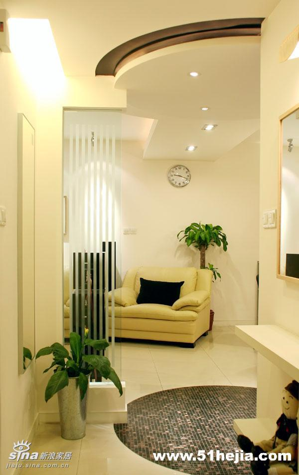 简约 二居 玄关 宜家 80后 旧房改造图片来自用户2737735823在暖色调营造温馨舒适83的分享