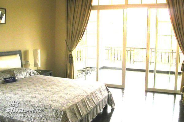 简约 三居 卧室图片来自用户2739081033在卧室34的分享
