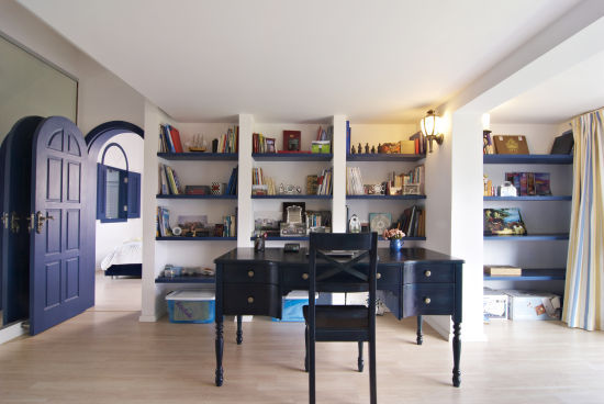 地中海 loft 书房图片来自用户2756243717在12万完美铸造浪漫地中海情调loft58的分享