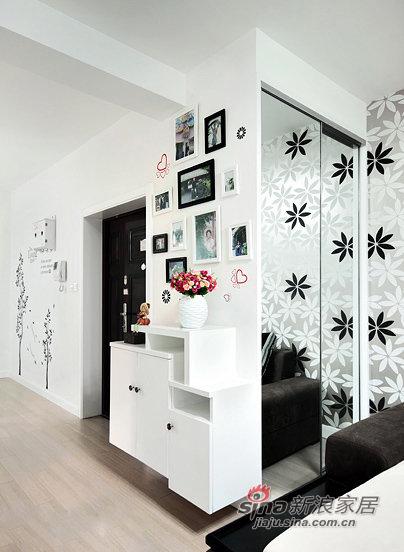 简约 三居 玄关图片来自佰辰生活装饰在87平黑白色搭现代时尚靓家30的分享