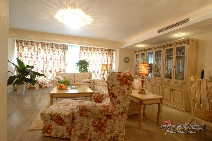 简约 三居 客厅图片来自用户2738845145在10万打造时尚温馨123平米婚房76的分享
