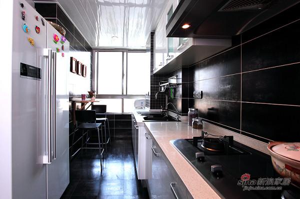经典黑白色厨房