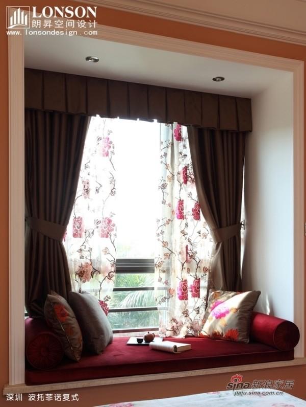 客房飘窗,布置成了休闲一角