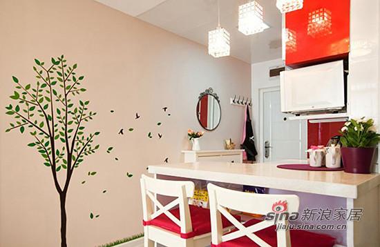 墙壁上的小树墙贴飘落着绿色的树叶