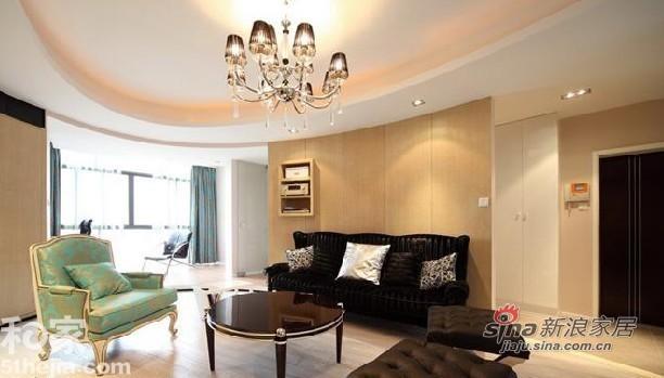 欧式 三居 客厅图片来自用户2772873991在三居室欧式彰显华贵70的分享