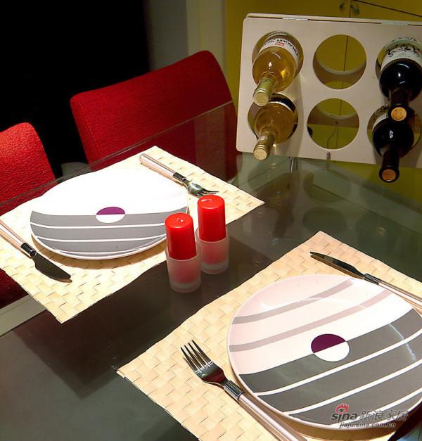 简约 二居 餐厅图片来自装修微日记在【高清】10万打造76平清爽简约两居95的分享