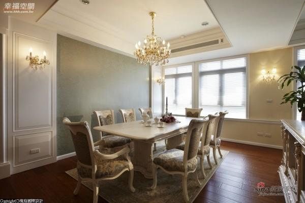 浪漫典雅的水晶灯搭配十足美式乡村的餐桌椅