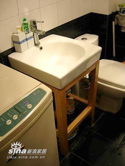 卫生间选的是方盆和方形坐便器。