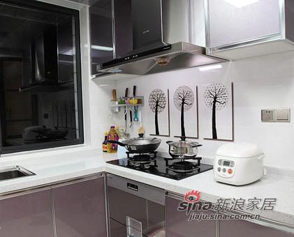 厨房,整个厨房的颜色比较简约