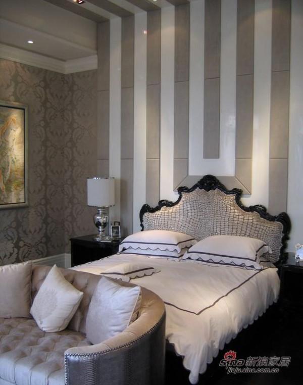 欧式 别墅 卧室图片来自用户2746953981在黑白金三色国际范纯欧式别墅58的分享