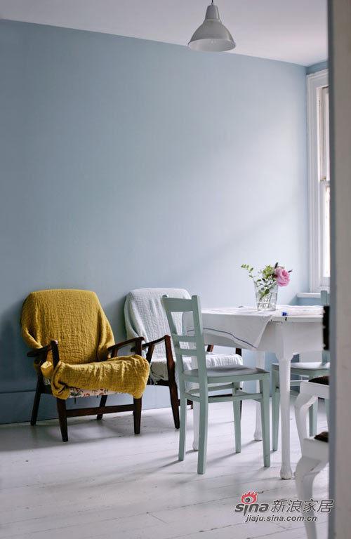 简约 别墅 客厅图片来自用户2737735823在12万打造超美百平花园别墅69的分享