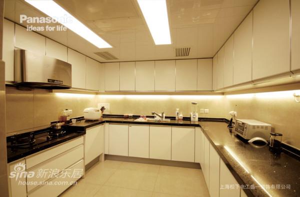 大气的U型松下厨房让空间档次更升级了