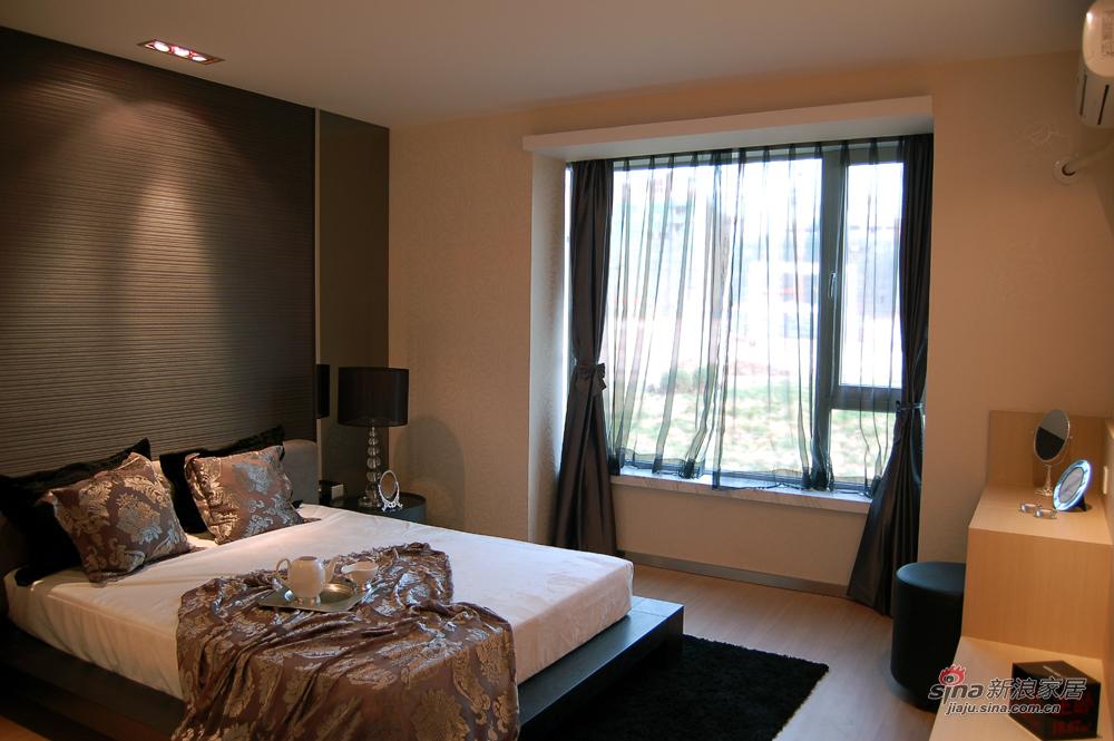 简约 三居 卧室图片来自用户2558728947在都市新贵89的分享