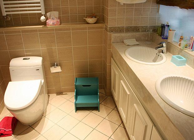 美式 二居 卫生间图片来自用户1907686233在6.2万打造美式乡村风格两居室爱家39的分享