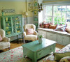 大爱,非常清新的小客厅。 很好的创意,从来没有想过给飘窗下弄一排小柜子,一举两得 。