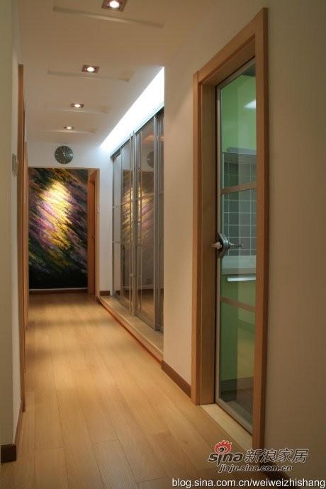 过道与书房换成四扇现代感强的大玻璃推拉门