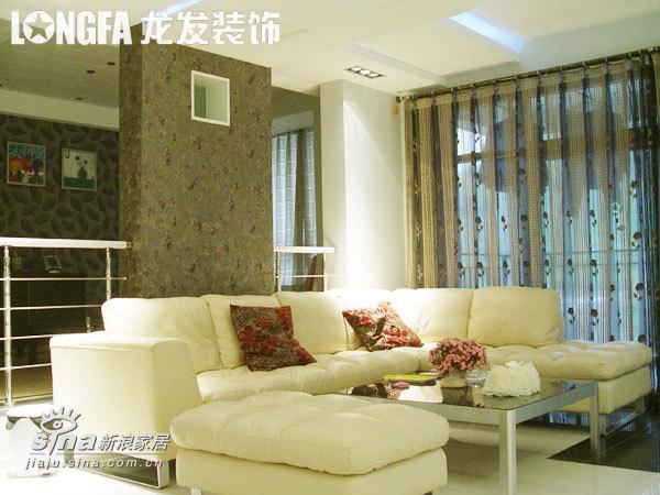 简约 四居 客厅图片来自用户2737735823在黑白无间 个性居家-实景58的分享