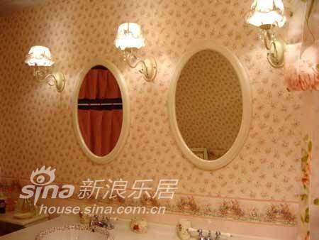 很有感觉的镜子和墙纸