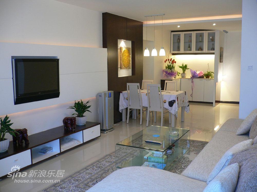 简约 二居 客厅图片来自用户2559456651在实景VS效果图现代简约29的分享