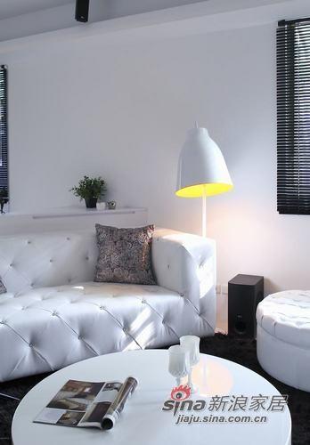 现代 复式 客厅图片来自用户1907684993在艳光四射的唯美华丽52的分享