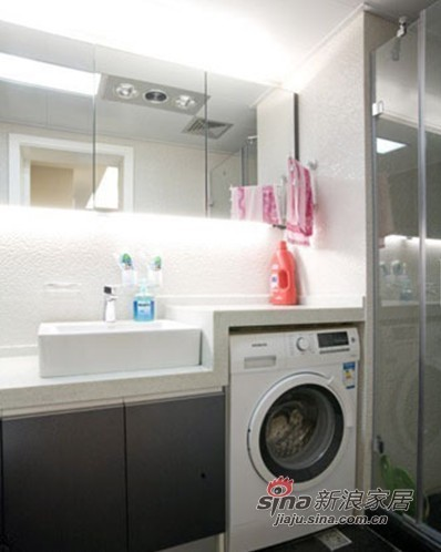 洗衣机也放进了卫生间