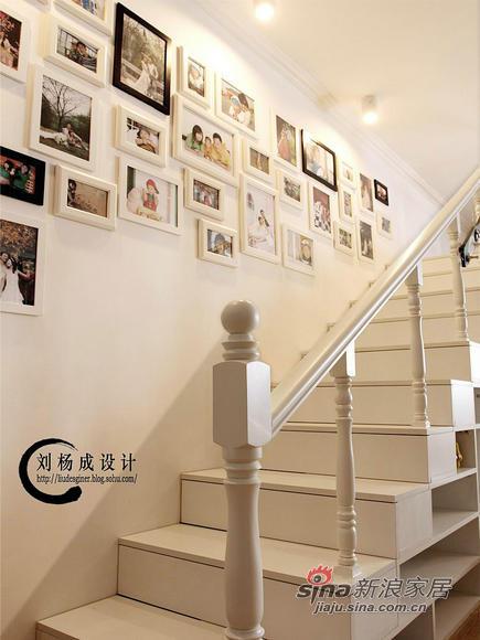 简约 一居 楼梯图片来自用户2557979841在2.9万装60平小户型温馨家83的分享