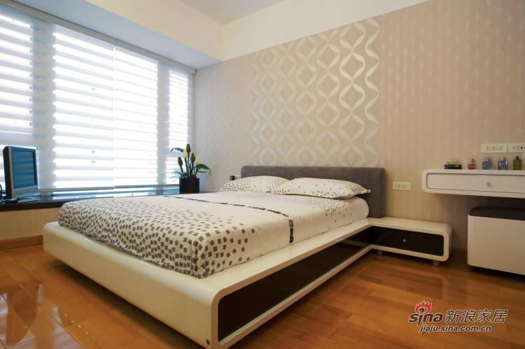 简约 三居 卧室图片来自用户2557979841在7.6万搞定160平现代简约居65的分享