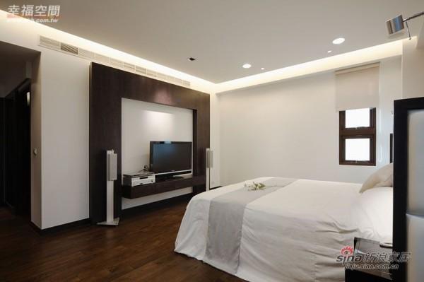 简约 三居 卧室图片来自幸福空间在231平黑白利落时尚大3居爱家83的分享