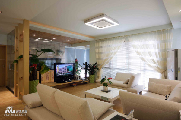 客厅空间比较怪异,设计做了改变
