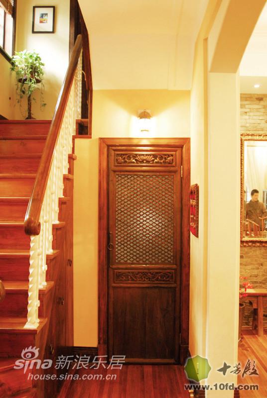楼梯下的储藏室